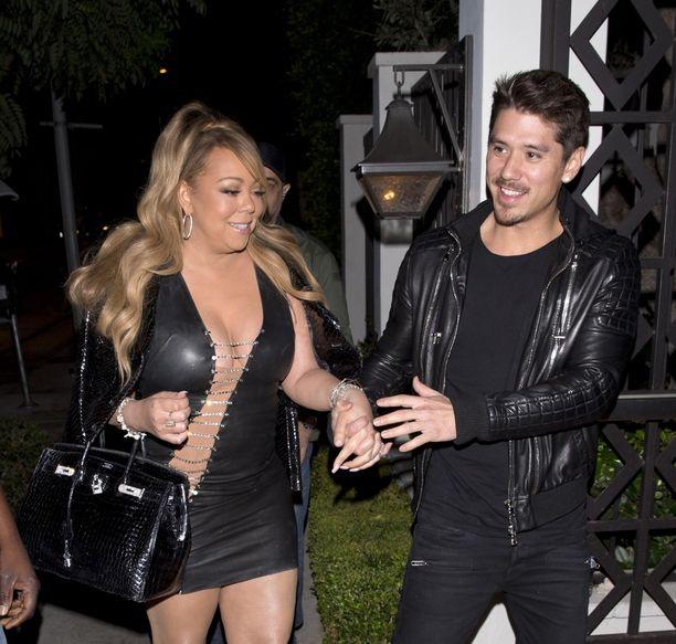 Vuoden 2017 syyskuussa Mariah kuvattuna poikaystävänsä Bryan Tanakan seurassa.