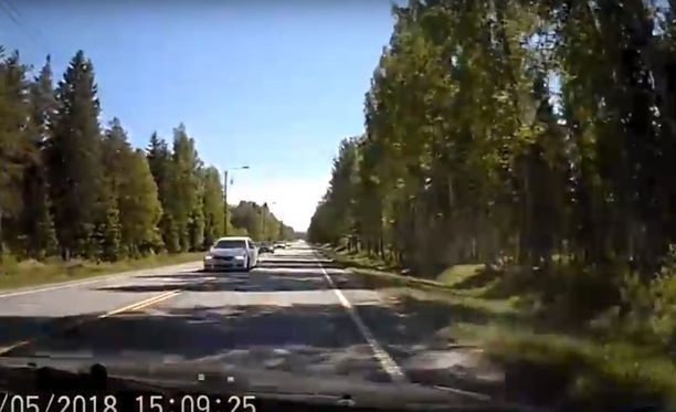 Bemarikuskin törkeä ohitus tallentui videolle.
