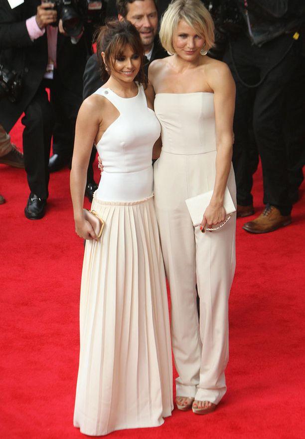 Vaalea väritys oli huudossa myös samaan aikaan Lontoossa. Cheryl Cole ja Cameron Diaz koodivärissä ensi-illassa.