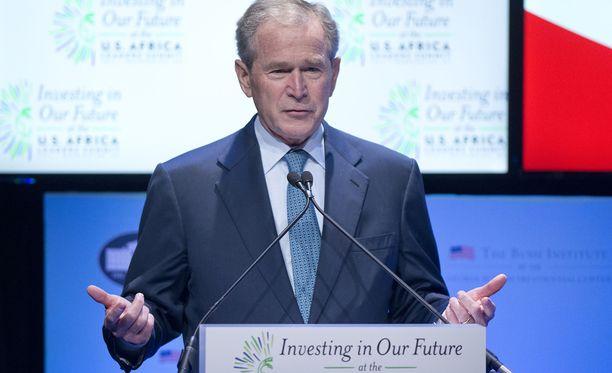 George W. Bush myönsi keskiviikkona, ettei hänen asemansa ainakaan edesauta Jeb Bushin päätymistä presidentiksi.