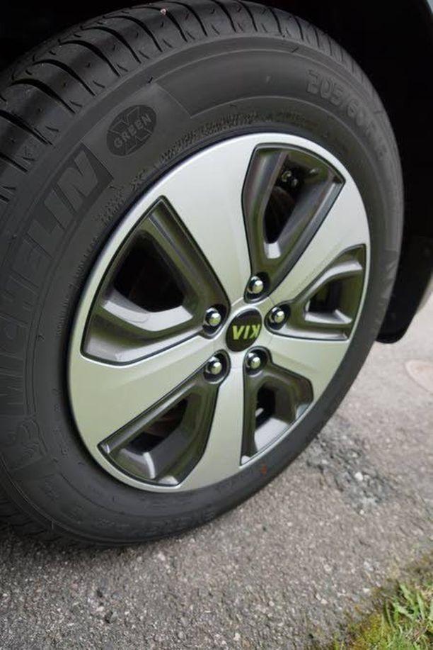 Vanteet ovat saaneet aerosilauksen takavuosien Volvon drive-mallien tapaan.