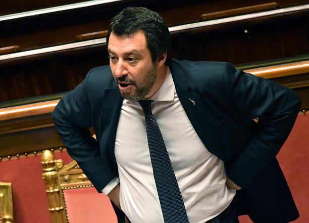 Matteo Salvini vaati Ranskaa avaamaan ovensa useammille siirtolaisille.