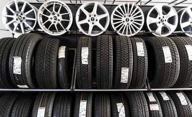 Paremmat eli vähemmän kuluneet renkaat tulee asentaa aina auton taka-akselille, olipa kyseessä etu-, taka- tai neliveto.