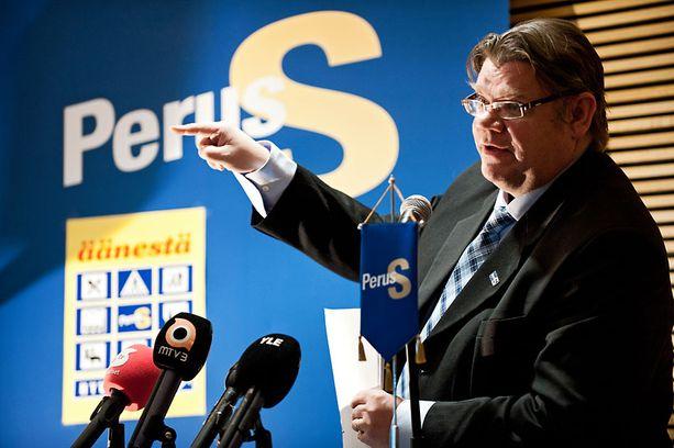 Timo Soinin perussuomalaiset muun muassa kiristäisivät suurituloisten verotusta.