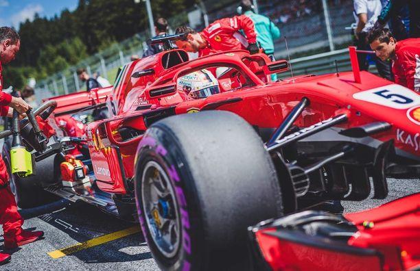 Ferrari toivoo lyövänsä kapuloita Mercedeksen rattaisiin Silverstonessa, jossa brittitalli on ollut viime vuosina lähes ylivoimainen.