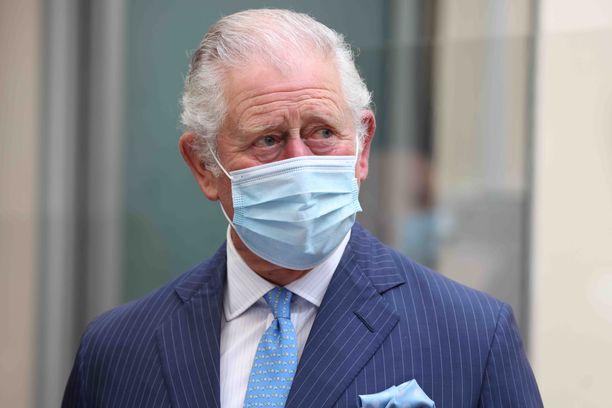 Prinjssi Charles näyttäytyi julkisuudessa kohuhaastattelun jälkeen yllättävän levollisena.