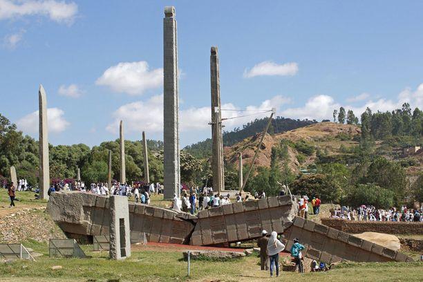 Steeloista koostuva puisto Aksumissa, Pohjois-Etiopiassa. Steelojen uskotaan olevan hautamuistomerkkejä.
