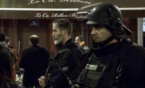 Toistaiseksi ei ole tietoa siitä, liittyvätkö poliisin terrorisminvastaisen erikoisyksikön ratsiat Pariisin viime perjantain itsemurhaiskuihin.