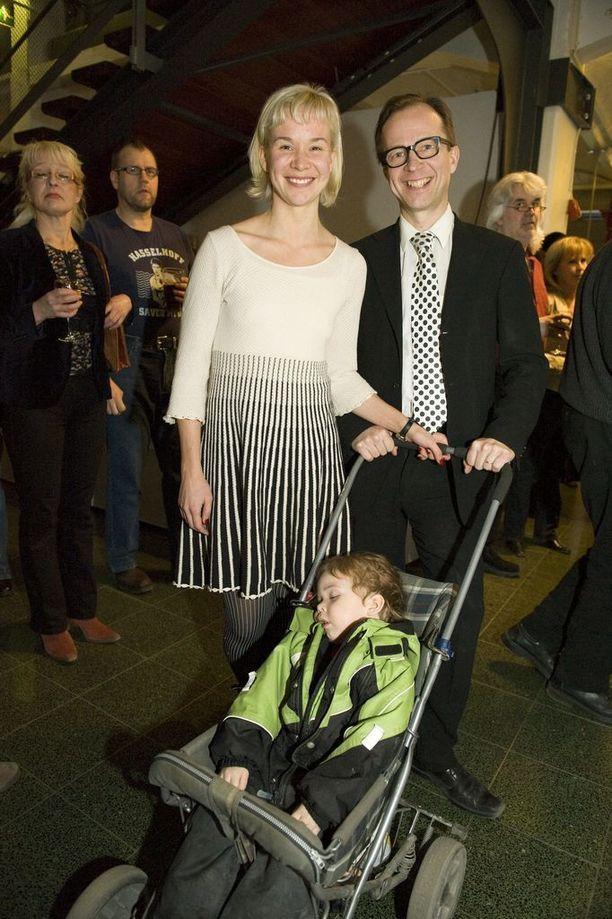 Rosa Meriläinen ja Simo Frangén tuoreina Frans-pojan vanhempina.