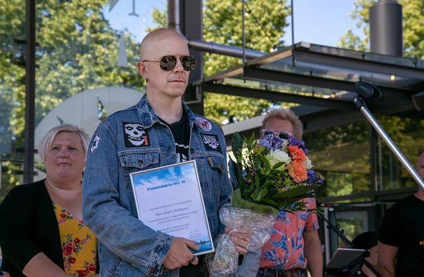 Toni Wirtanen hämmentyi saamastaan tunnustuksesta.