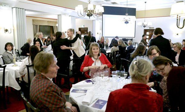 Naiset perustivat oman klubin yhteistyössä Helsingin Pörssiklubin kanssa.