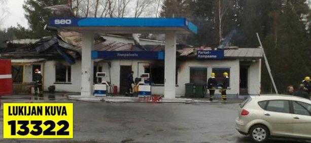 Palokunta sai huoltoasemapalon sammumaan aamuun mennessä.