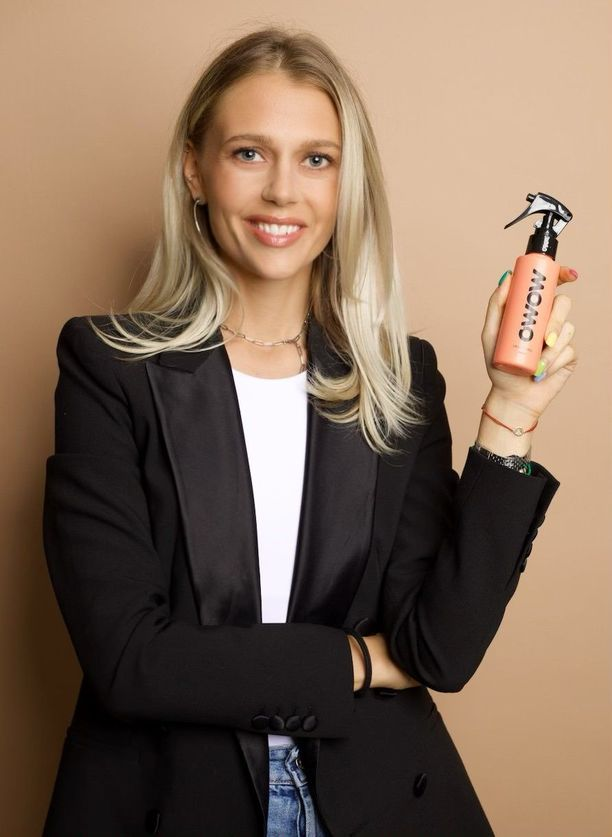 Georgiana Grudinschi iloitsee uutuustuotteensa menestyksestä.