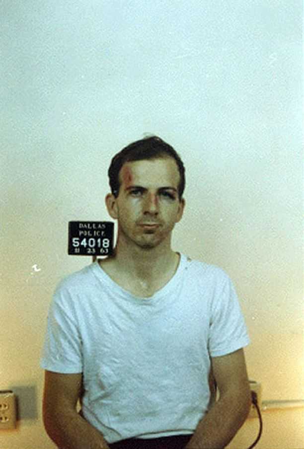 Tutkimusten mukaan Lee Harvey Oswald toimi yksin salamurhatessaan Kennedyn.