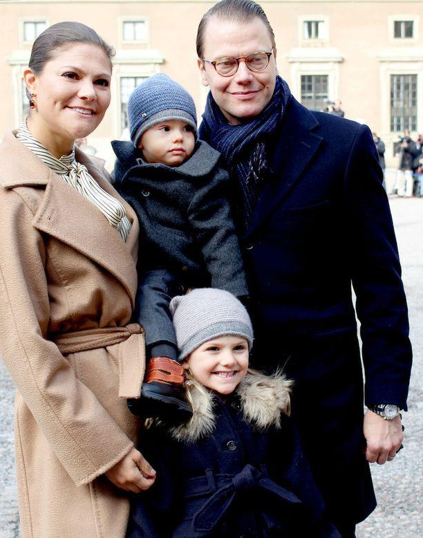 Victoria ja Daniel haluvat opettaa lapsensa toimimaan tavallisten kansalaisten tavoin.