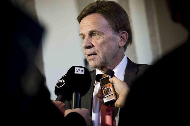 Mauri Pekkarinen aikoo viimeistellä tiistain aikana esityksen ensi viikon käsittelyn pohjaksi.