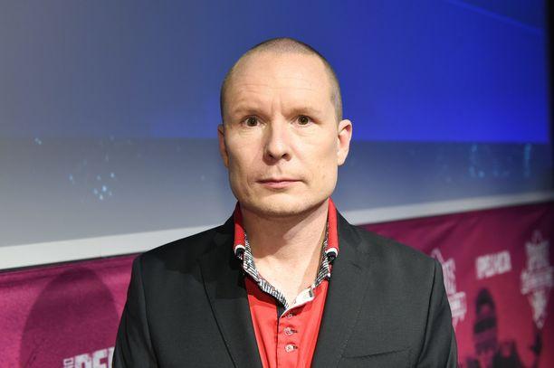 Tomi Tuominen on varikkotoimittajana niissä kisoissa, joissa Mervi Kallio on studiossa.