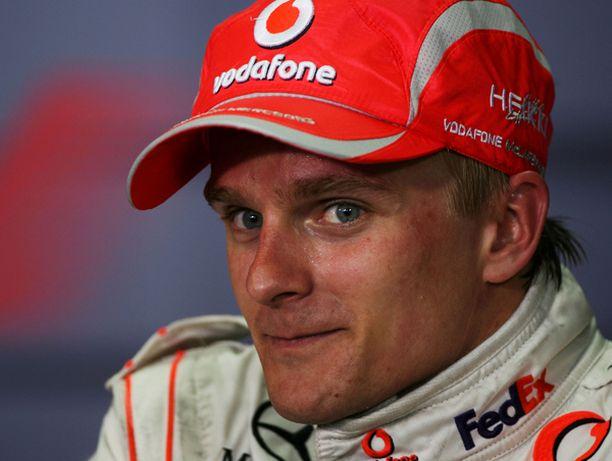 Heikki Kovalainen myhäili hyvin menneen kilpailun jälkeen.