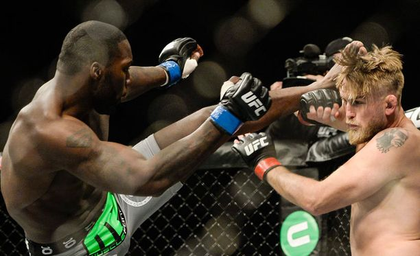 """Anthony """"Rumble"""" Johnson tyrmäsi Alexander """"The Mauler"""" Gustafssonin Tukholman UFC-illassa lauantaina. Aivotutkija on huolissaan ruotsalaisen saamista vammoista."""