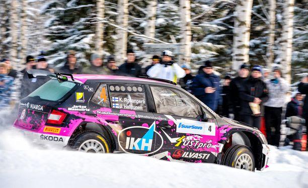 Kalle Rovanperä ajoi kartturinsa Jonne Halttusen kanssa voittoon Mikkelissä Skoda Fabia R5:llä.