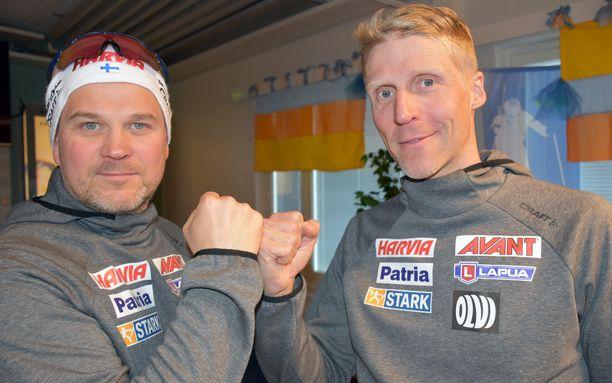 Huoltopäällikkö Marek Sander (vas.) ja päävalmentaja Jonne Kähkönen tekivät kahden vuoden jatkosopimukset Ampumahiihtoliiton kanssa.