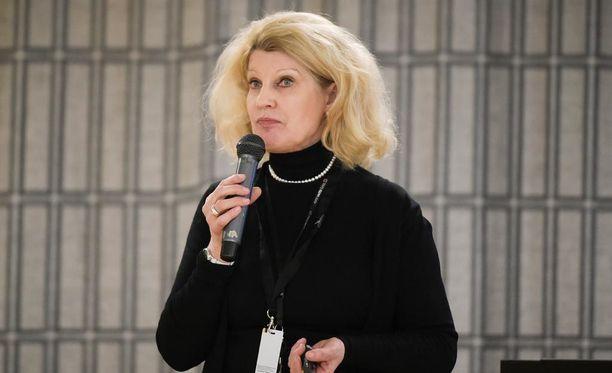 Elli Aaltonen pahoittelee Kelan toimeentulotukisotkuja.