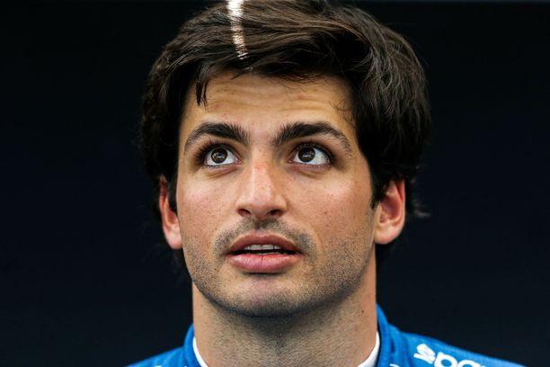 Carlos Sainz junior on 2021 Ferrarin mies.