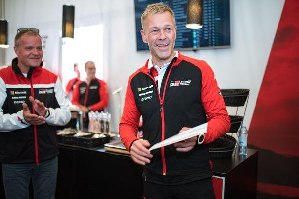 Kaj Lindström luki aikoinaan nuotteja Tommi Mäkiselle. Nyt kaksikko luotsaa Toyotan WRC-tallia.