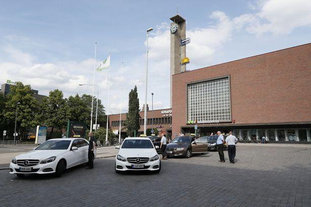 1999 syntynyt mies otettiin Tampereen rautatieasemalla kiinni puolenyön jälkeen.