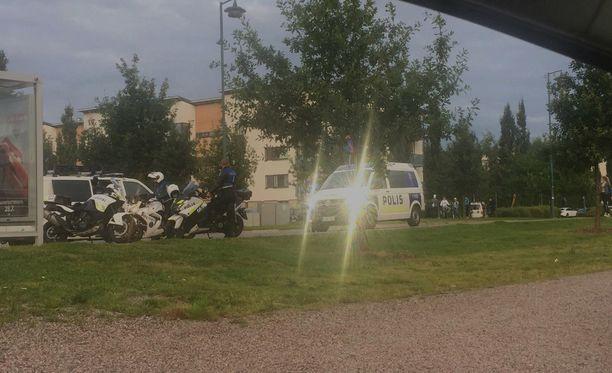Poliisilla oli operaatio Vantaan Tammistossa.
