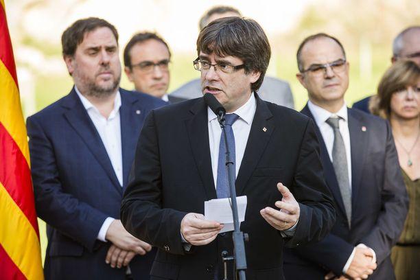 Carles Puigdemont on vaikean paikan edessä.