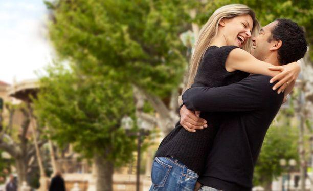 avio liitto ei dating suudella kohtaus