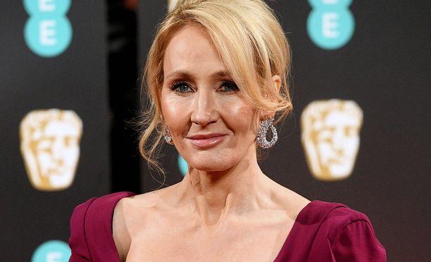 J.K. Rowling tylyttää Trumpia somessa.
