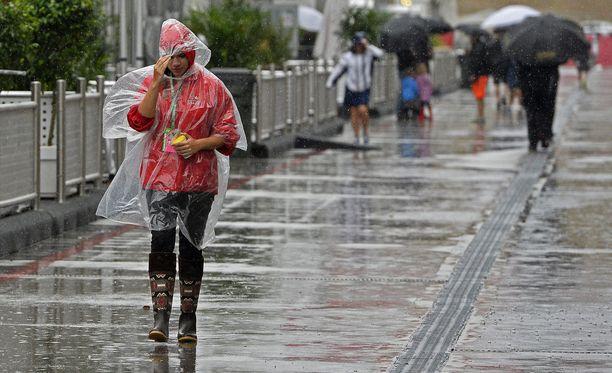 Austinin rata-alueella sataa rankasti.