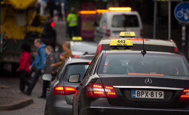 Taksiliiton puheenjohtaja Jari Lemmetyinen myöntää, ettei taksikuskin purkaus tiistaina kansanedustaja Hannakaisa Heikkiselle (kesk) ollut nykypäivää.