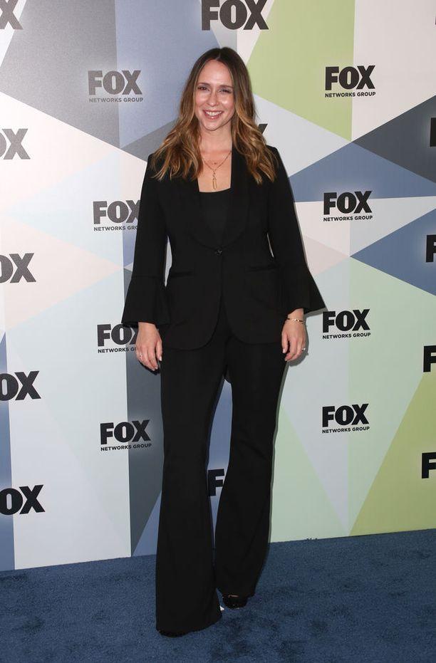 Jennifer Love Hewitt tunnetaan esimerkiksi televisiosarjoista Viiden juttu ja Aavekuiskaaja.