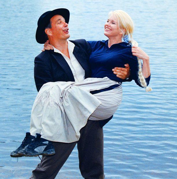 Pekka Räty ja Johanna Raunio, Tukkkijoella-näytelmä Halkosaaren kesäteatterissa Lappajärvellä kesällä 1998.