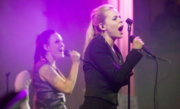 PMMP:n laulajat olivat Mira Luoti ja Paula Vesala.