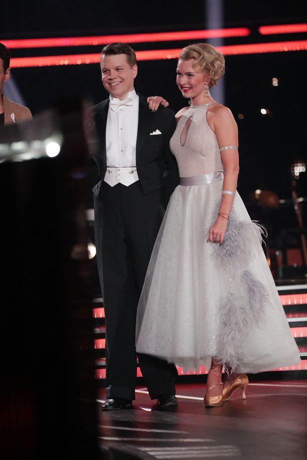 Hannes Suominen ja Kia Lehmuskoski ovat kuuluneet kilpailun parhaiden parien joukkoon viikko toisensa jälkeen.