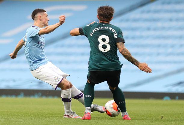 Manchester City ja Bunrley ottavat maanantaina yhteen Etihad Stadiumilla.