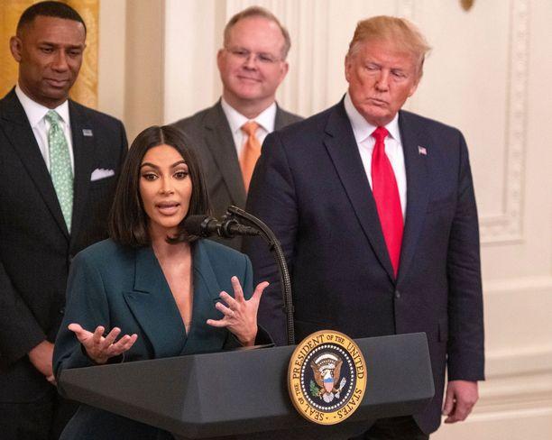 Tosi-tv-tähti vieraili Valkoisessa talossa keskustelemassa presidentti Donald Trumpin ja tämän vävyn Jared Kushnerin kanssa vankiloihin liittyvästä uudistuksesta viime vuoden kesäkuussa.