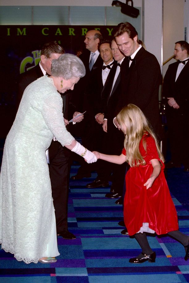 Laulaja-lauluntekijä, malli ja entinen näyttelijä Taylor Momsen tapasi kuningatar Elizabeth II:n ollessaan 7-vuotias vuonna 2000.