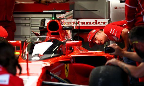 Kimi Räikkönenkin saapui tutkimaan tapausta.