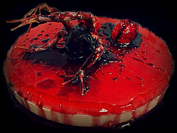 - Tässä tekemäni halloween-kakku. Aiheena on kauhupeli The Evil Within.