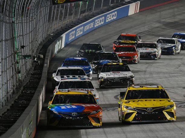 NASCAR palaa tositoimiin pikavauhdilla.