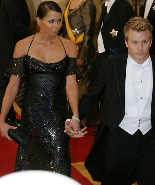 Kimi Räikkönen ja Jenni Dahlman-Räikkönen olivat yksi illan odotetuimmista vieraista.