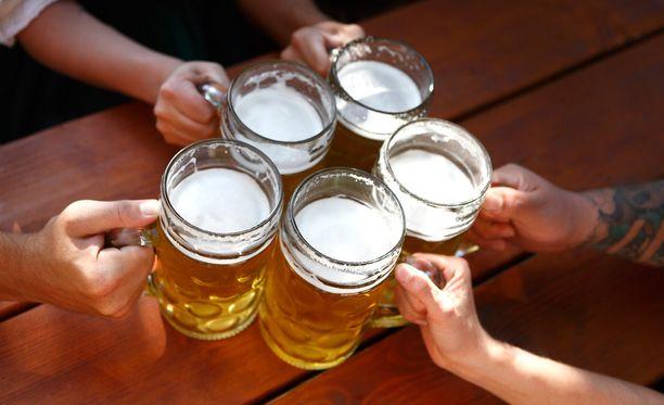 Suomalaiset juovat silti eurooppalaisittain suuria alkoholimääriä kerralla.