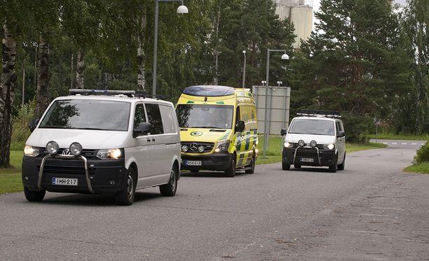 Joukkopuukotuksen pääepäilty siirrettiin Hämeenlinnan vankisairaalaan keskiviikkona poliisisaattuessa.