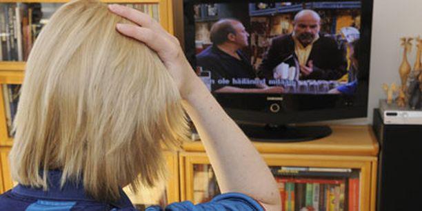 Pilaako television katselu liian läheltä näön?