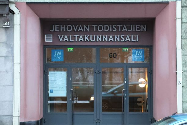 Jehovan todistajien organisaation toiminta on kielletty Venäjällä. Kuvituskuva suomalaisesta valtakunnan salista.